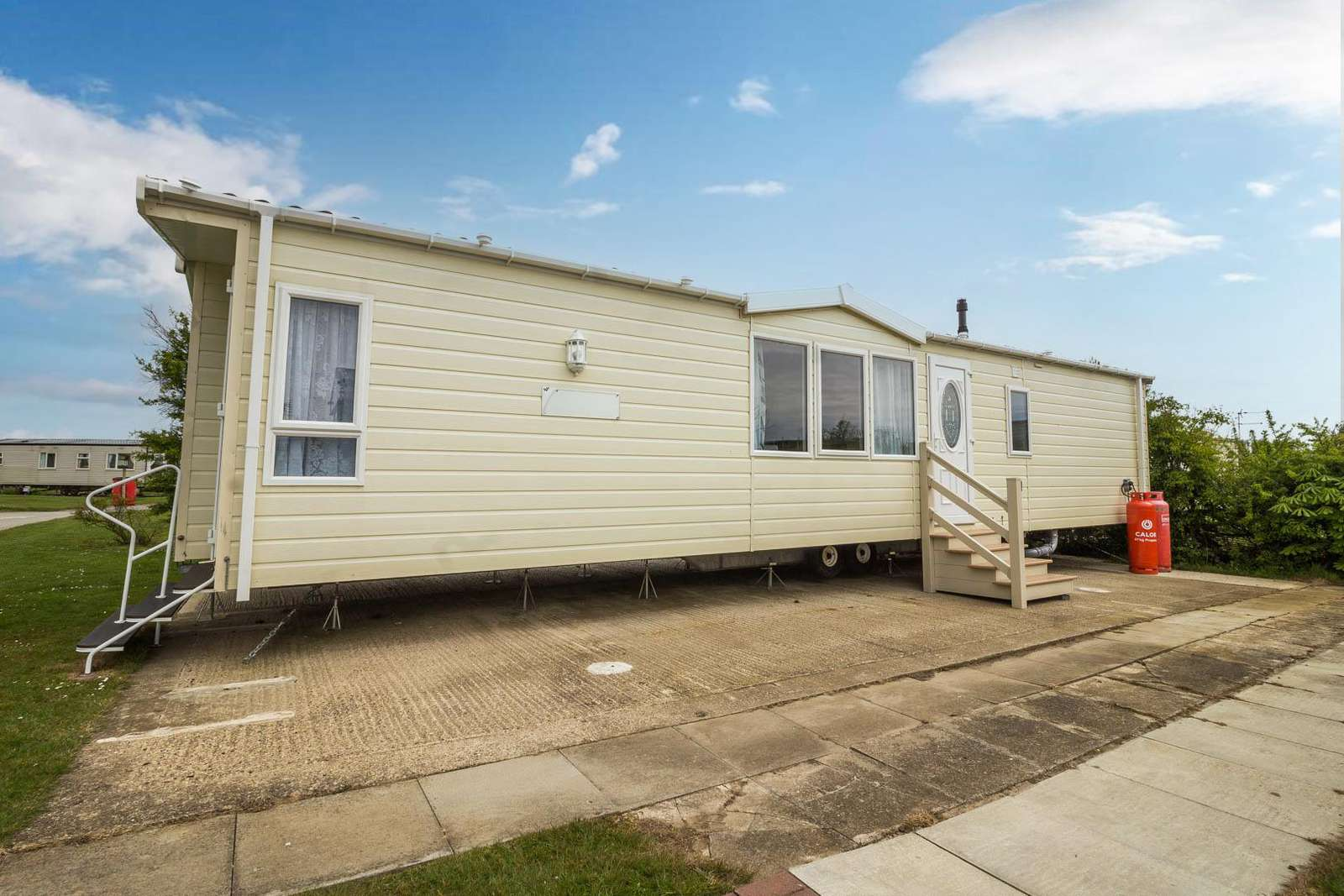 41037NF – Northfield area, 2 bed, 6 berth caravan with D/G & C/H. Diamond rated. - property