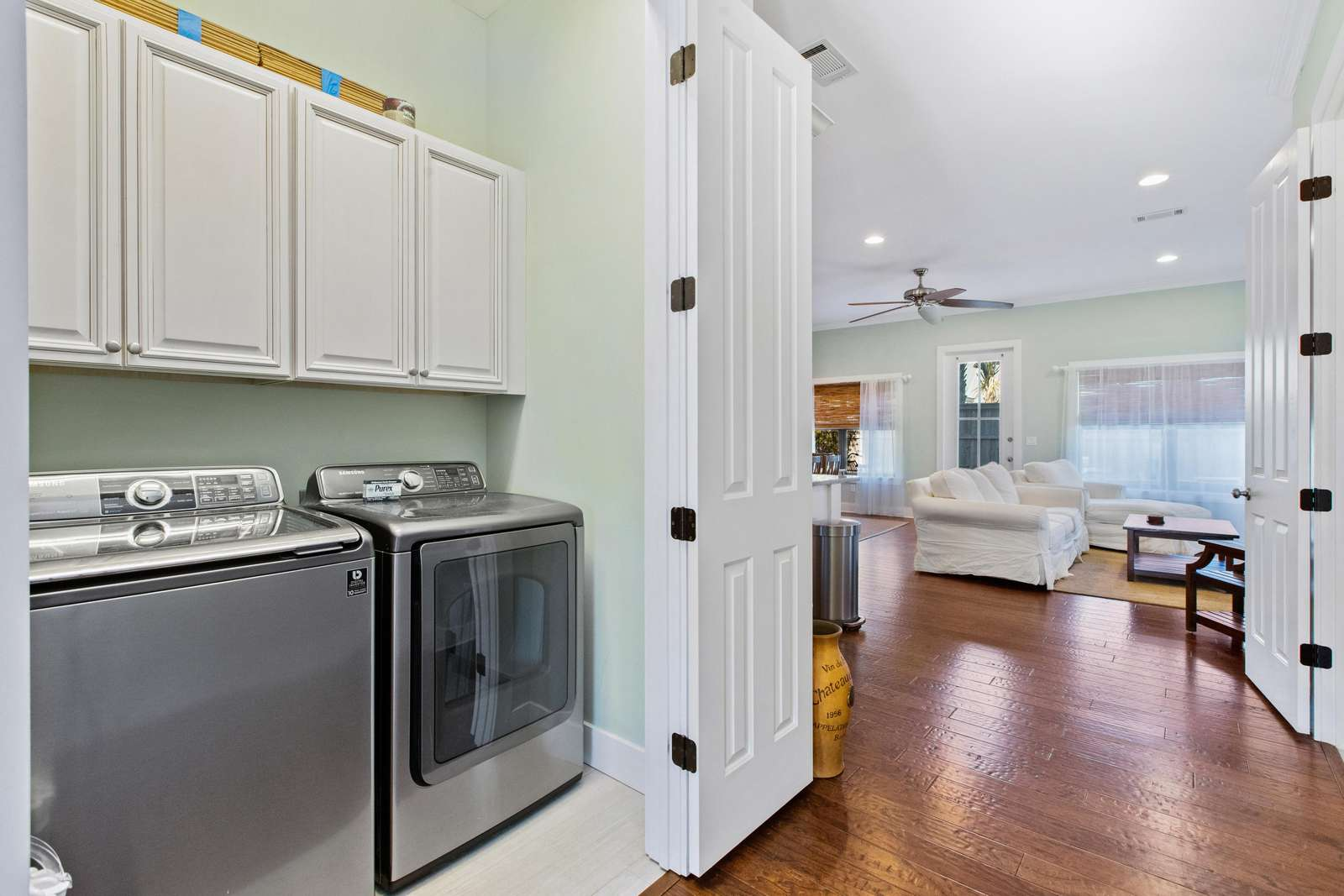 Centrally located entryway laundry room