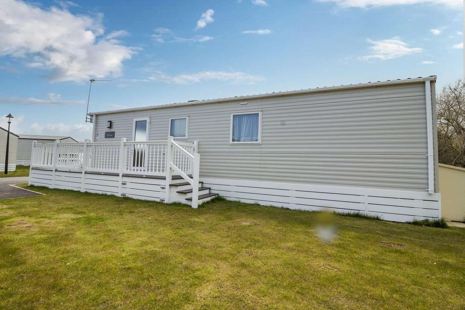 20003CF – Cliff Field area, 2 bed, 6 berth caravan with decking, C/H & D/G. Diamond-Plus rated. - property