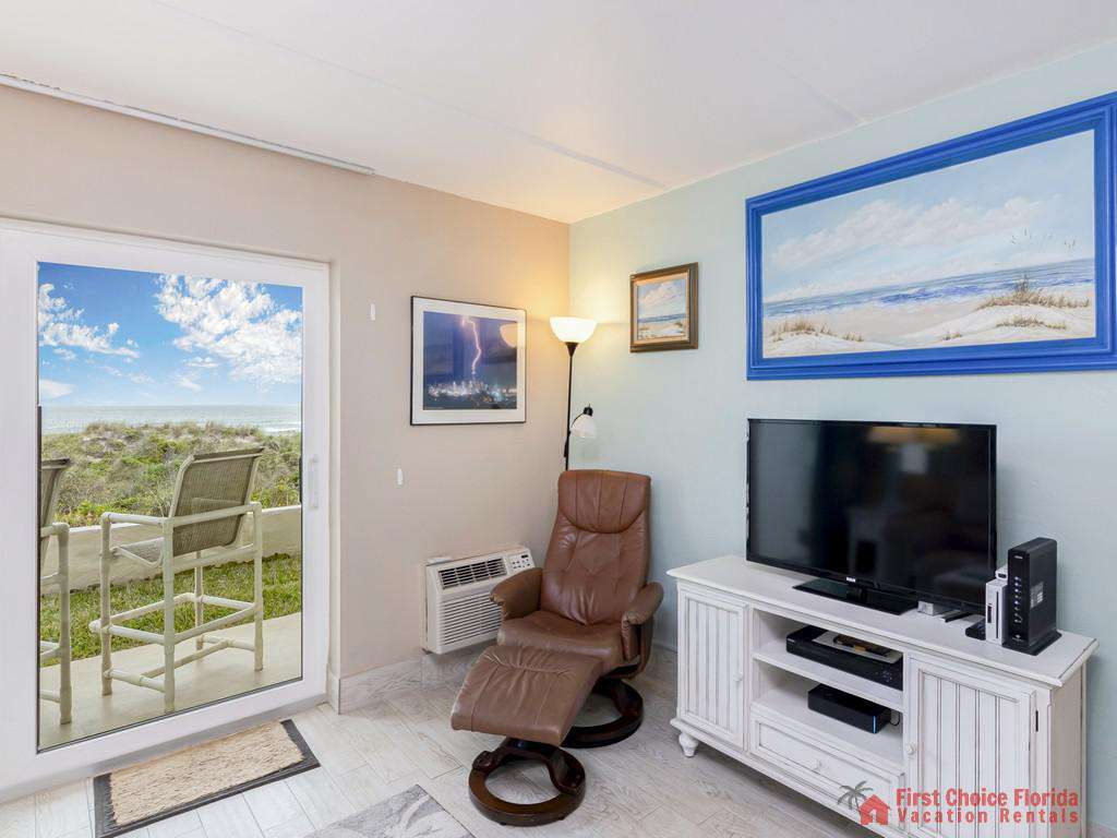 Beachers Lodge 120 - Living Room with TV
