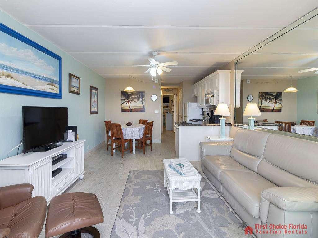 Beachers Lodge 120 - Living Room w/ Sleeper Sofa