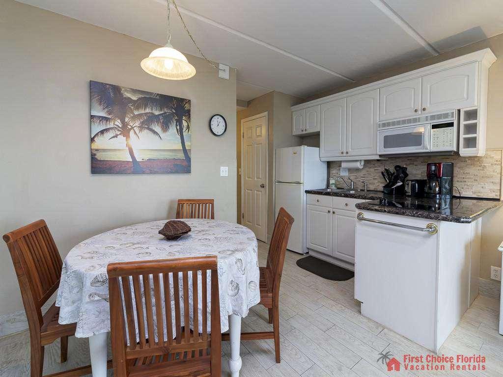 Beachers Lodge 120 - Dining / Kitchen