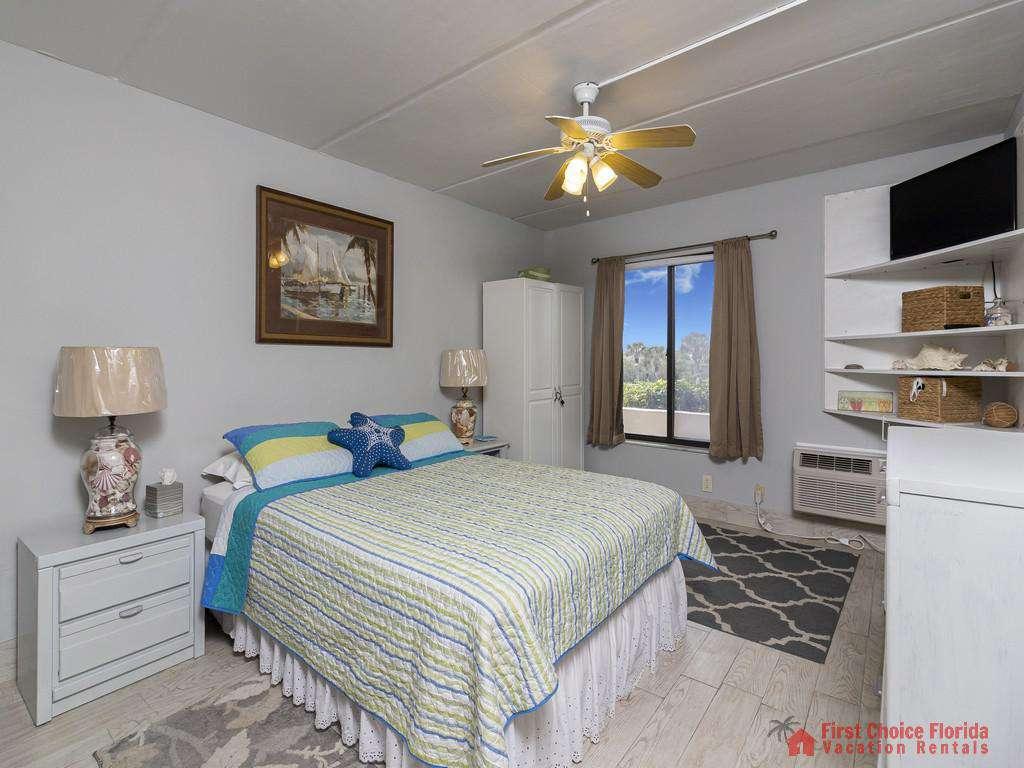 Beachers Lodge 120 - King Bed
