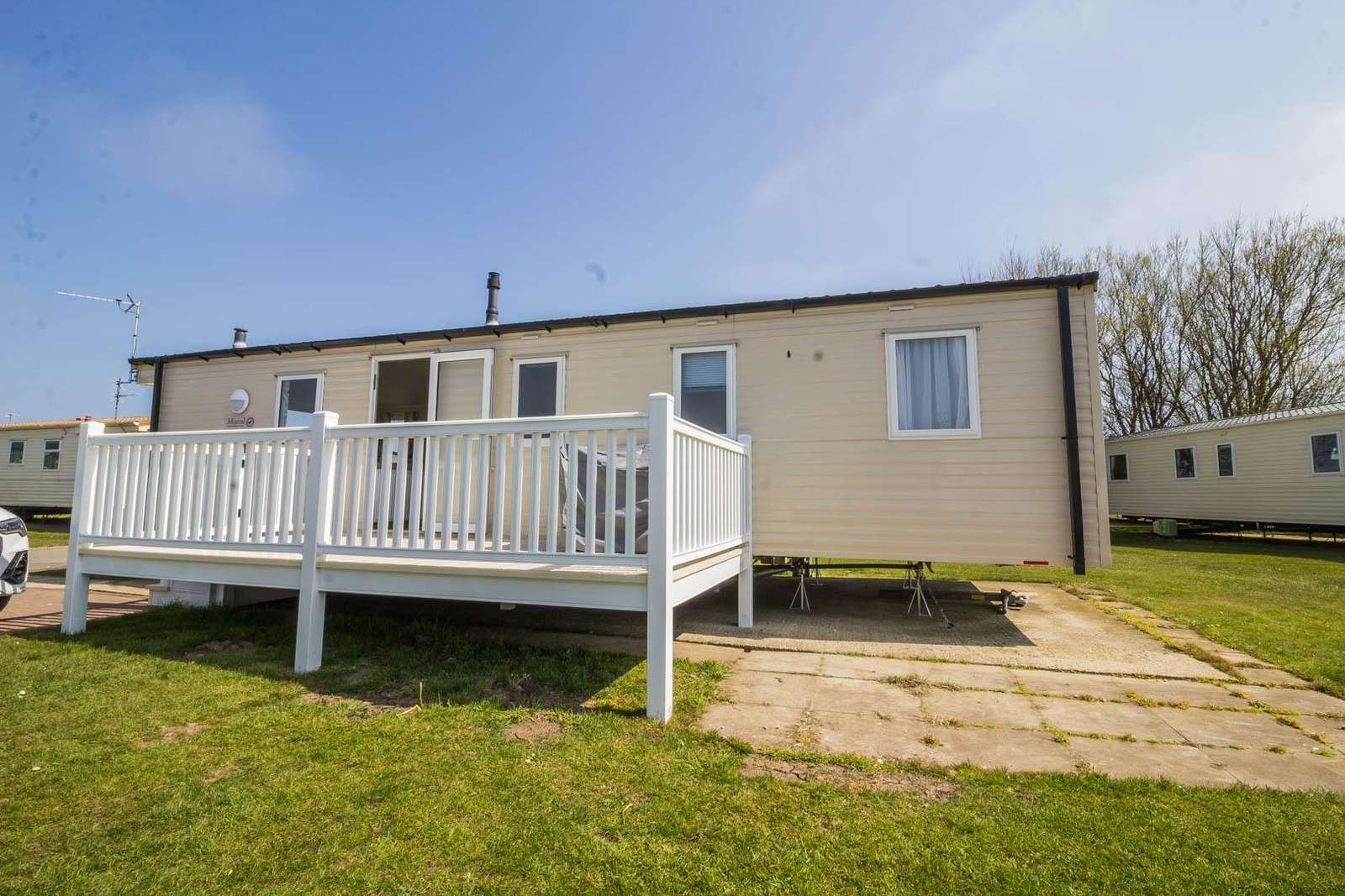 41332NF – North Field area, 3 bed, 8 berth caravan with D/G & C/H. Diamond rated. - property