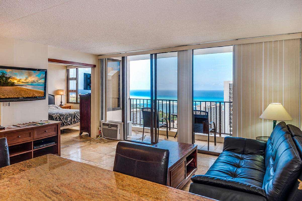 Incredible High Floor Ocean View 1Bed/1Bath at the Waikiki Banyan w/Free Parking