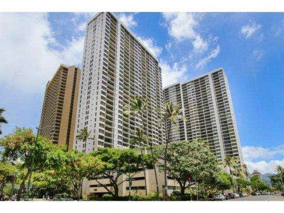 Waikiki Banyan from across the street
