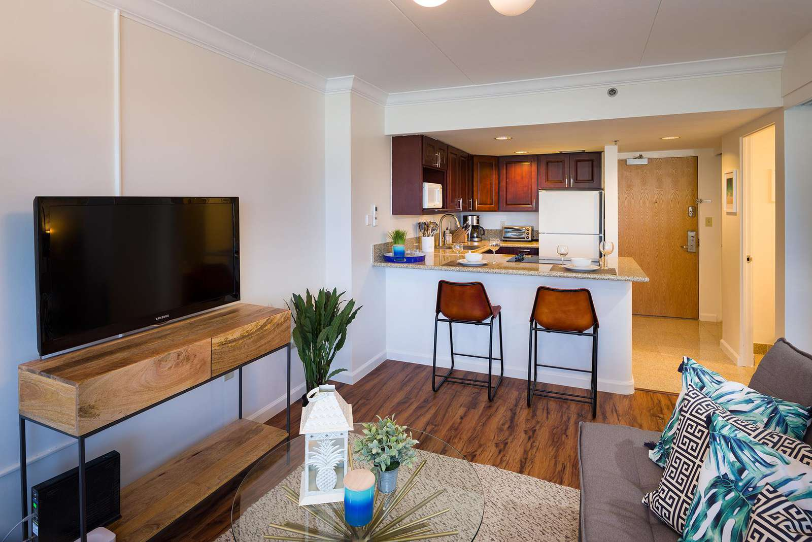 Open Layout from the Living Room to Kitchen