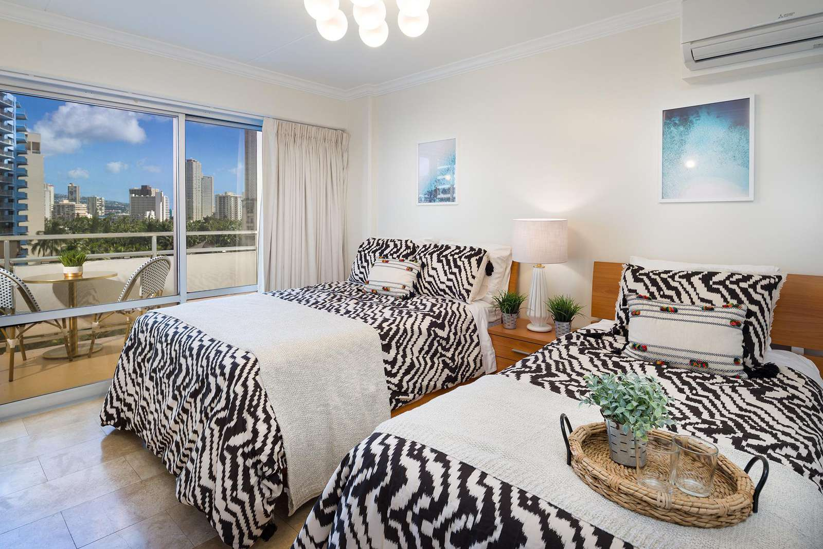 2nd Bedroom with 2 twin beds and lanai/balcony access