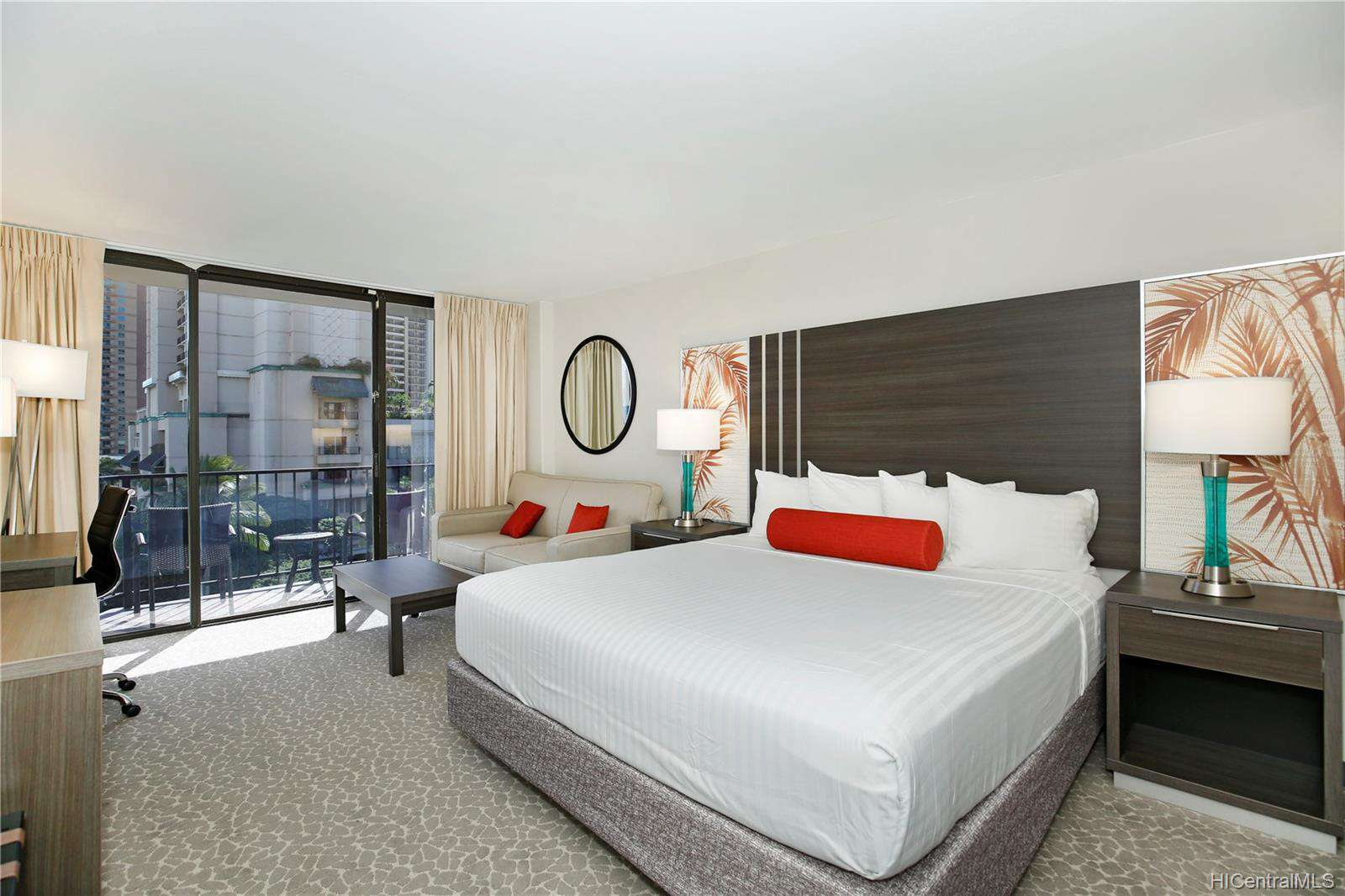Newly Renovated Contemporary Look with King Size Bed!