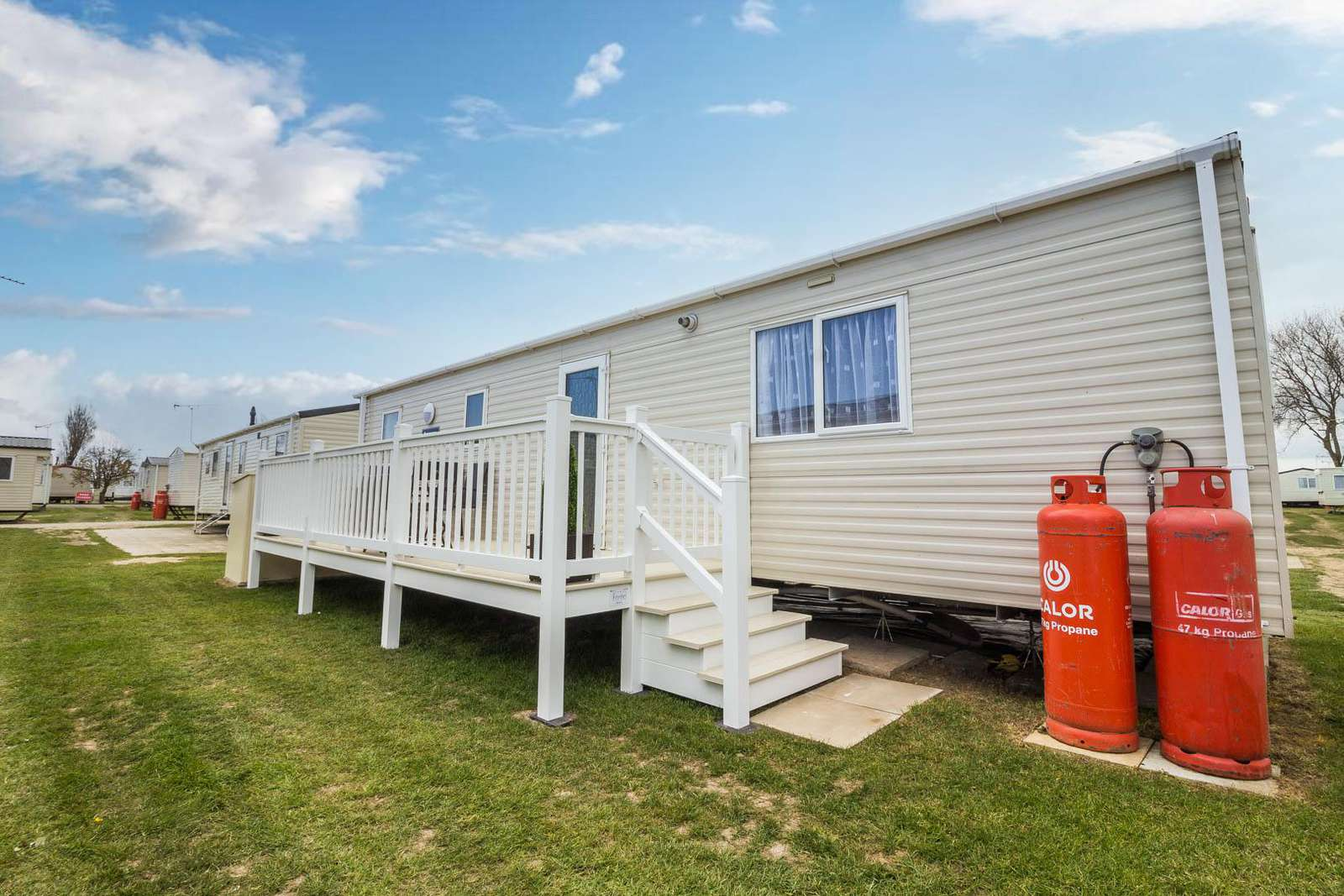 50048D- Dunlin area, 2 bed, 6 berth caravan with free WiFi, D/G & C/H. Ruby rated. - property