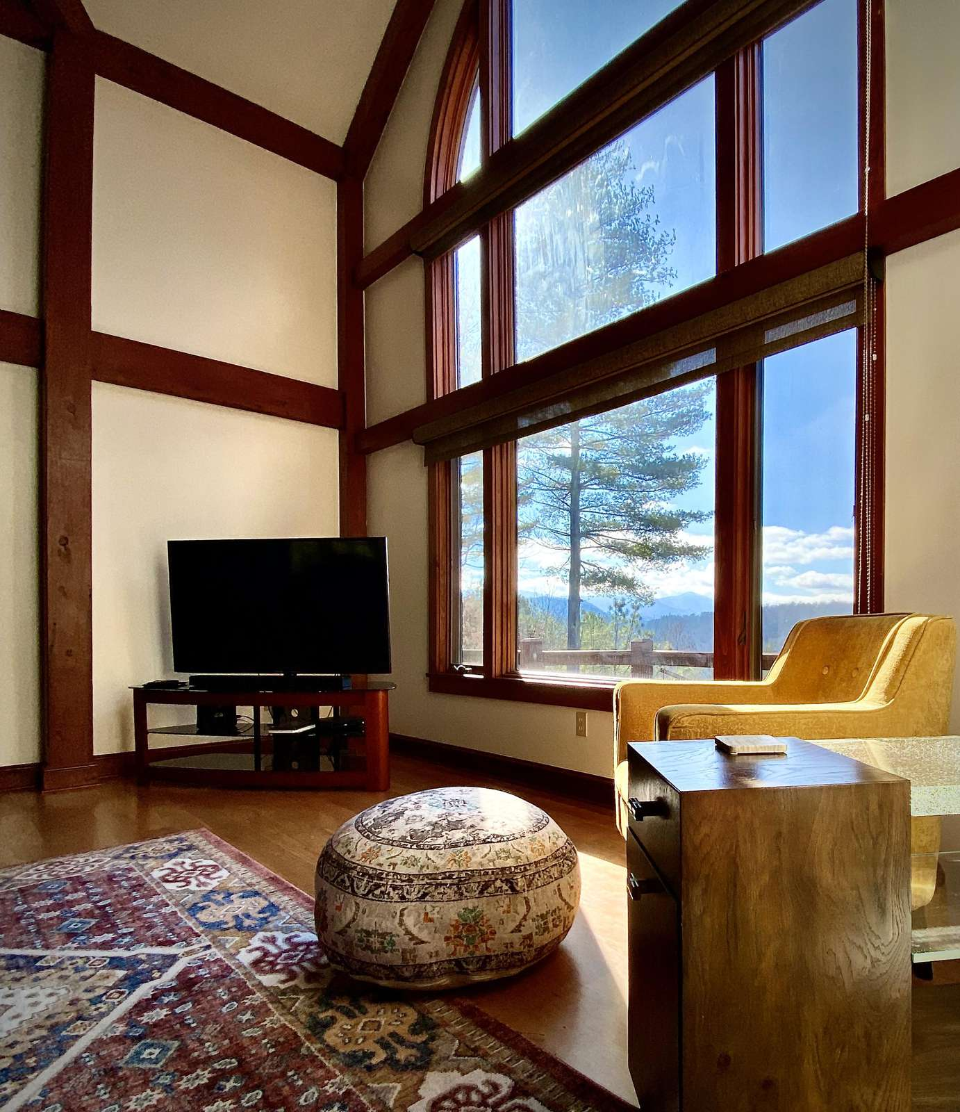 Cabin is Cozy yet large enough that you will easily find your privacy and space