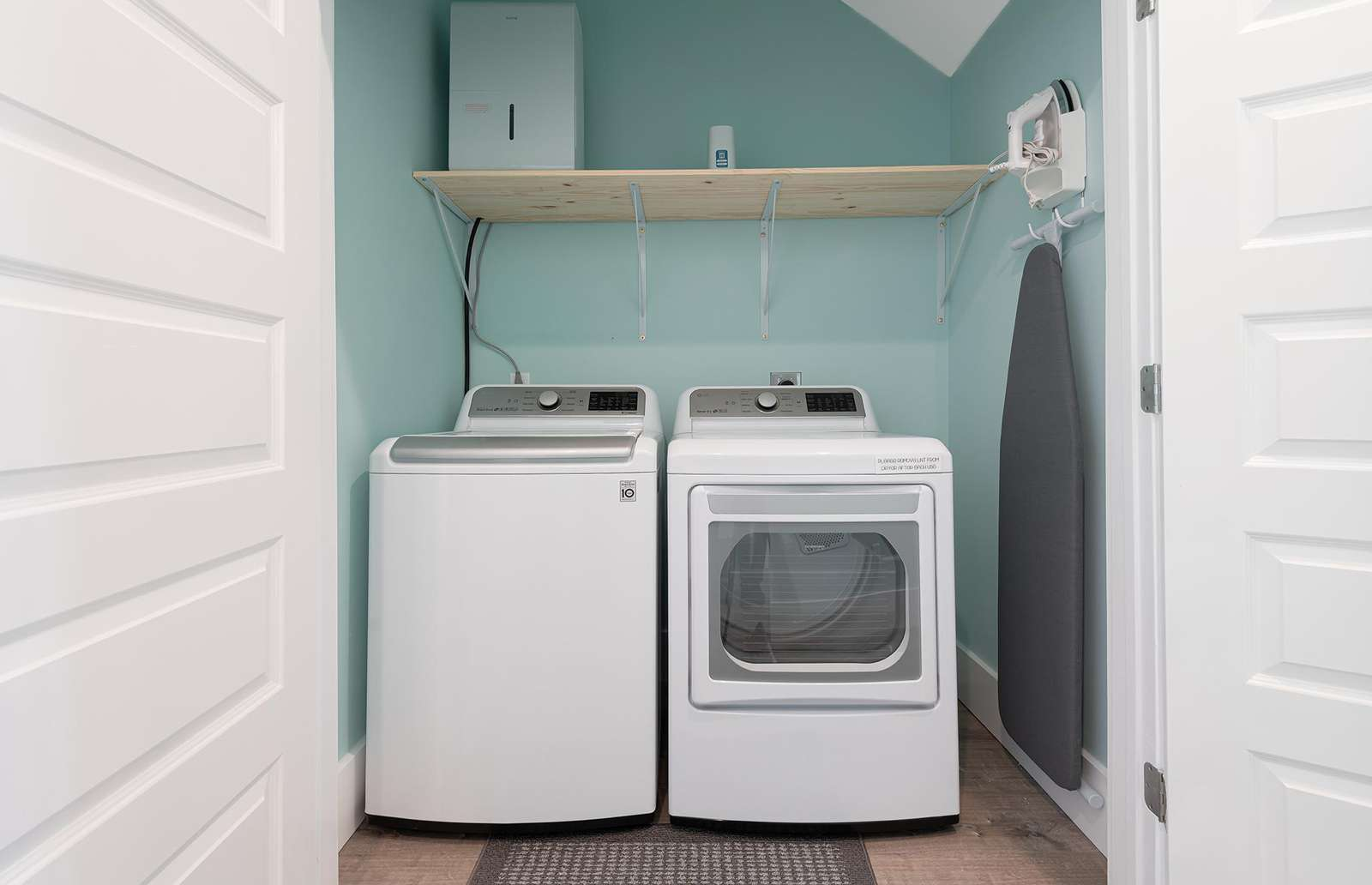 Large capacity LG washer/dryer for your use!