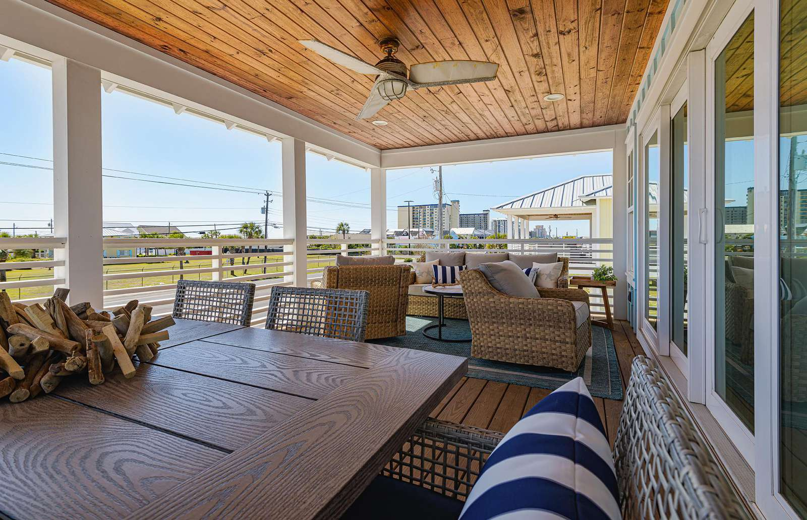 Great seating options on the large covered balcony!