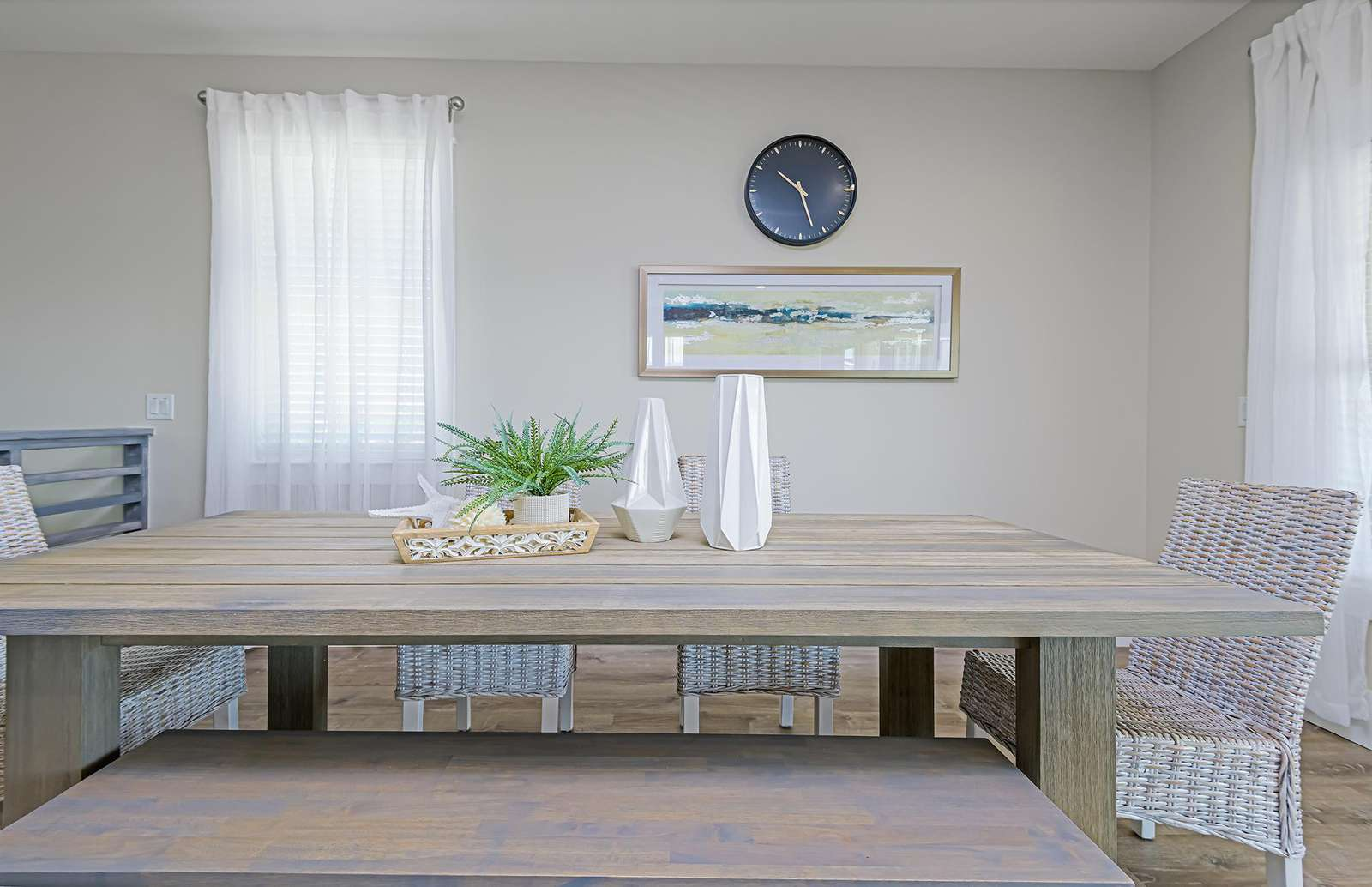 Seat up to 7 guests at the dining table!