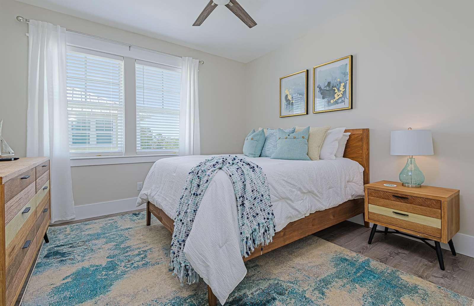 The 4th bedroom equipped with queen bed!