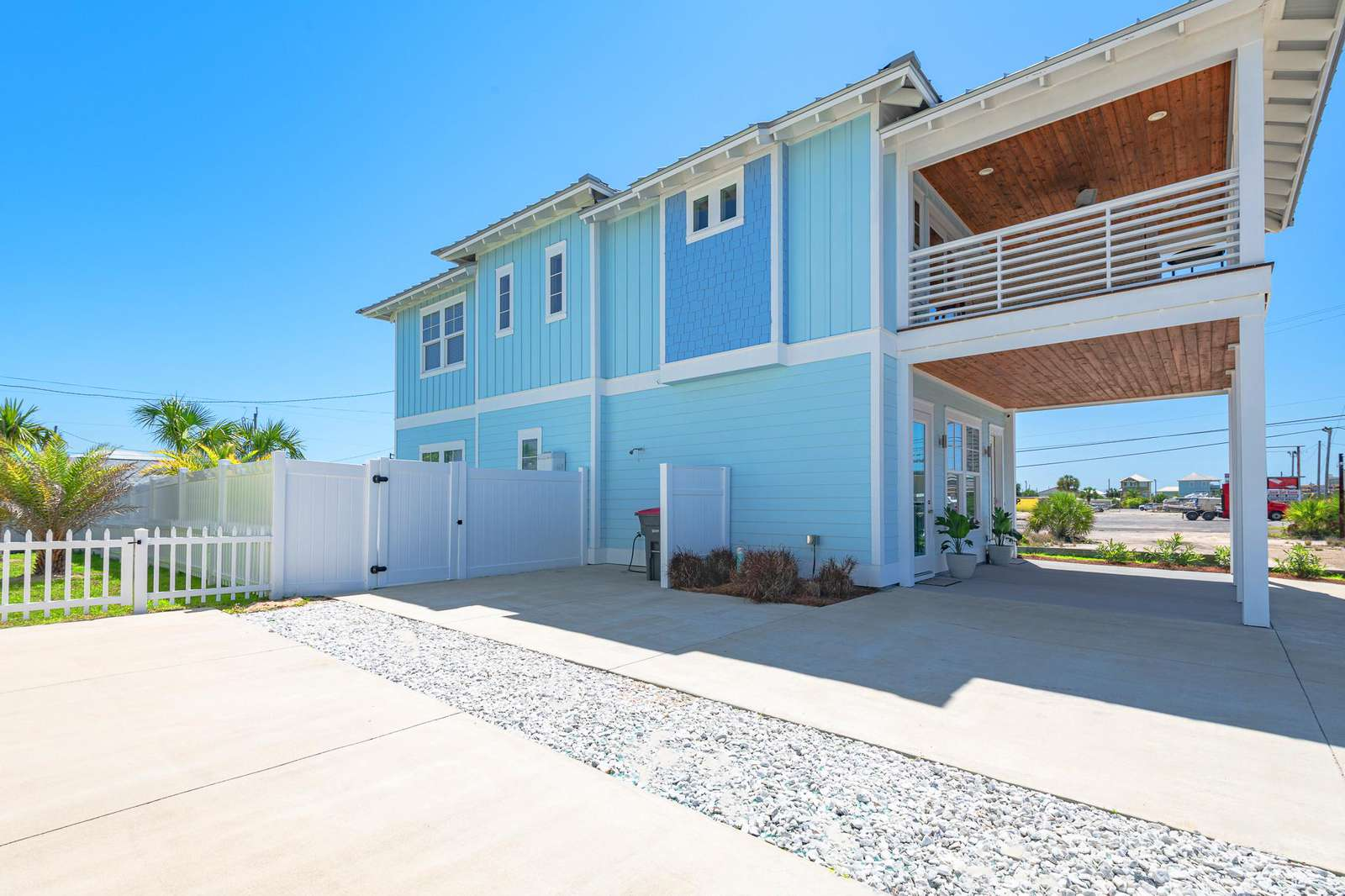 Fully stocked 4 bedroom 3.5 bath home close to the beach!