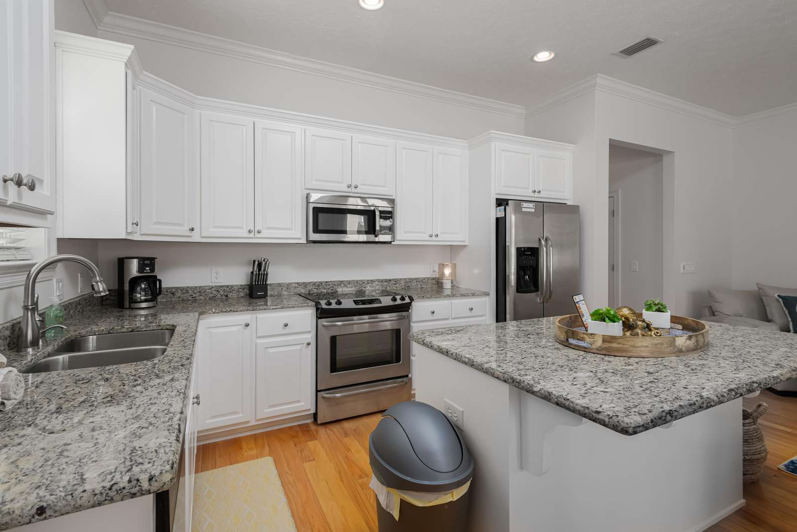 Nicely equipped kitchen with lots of storage!