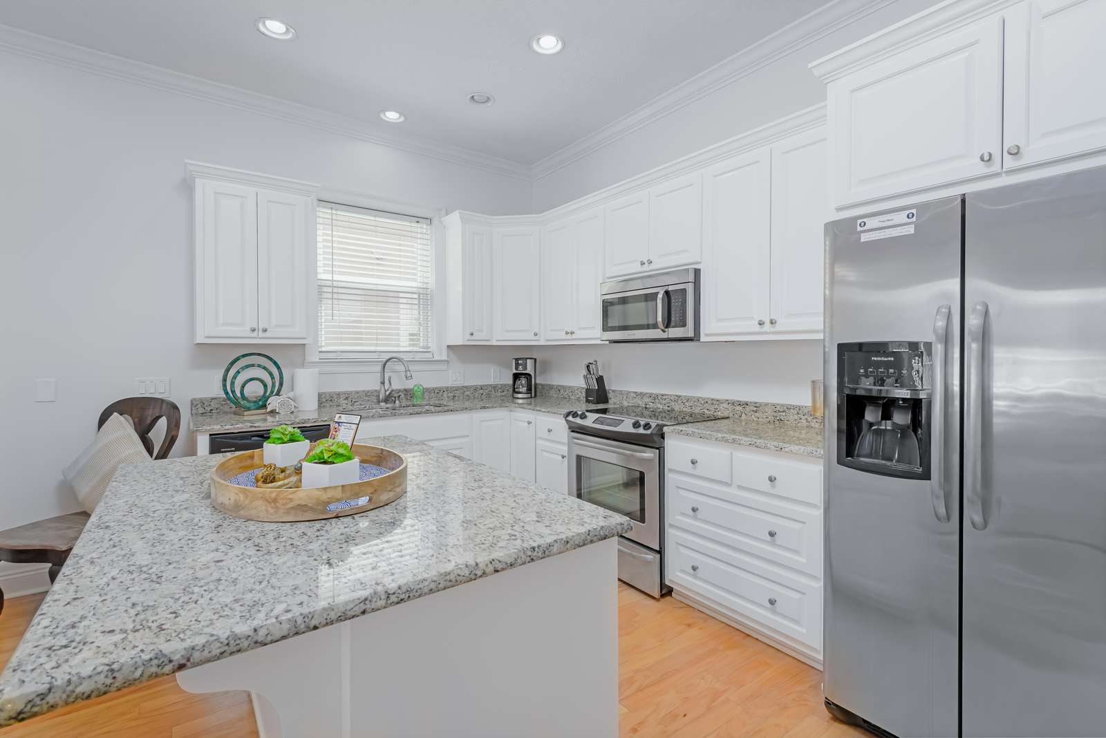 Great layout for making some afternoon snacks!
