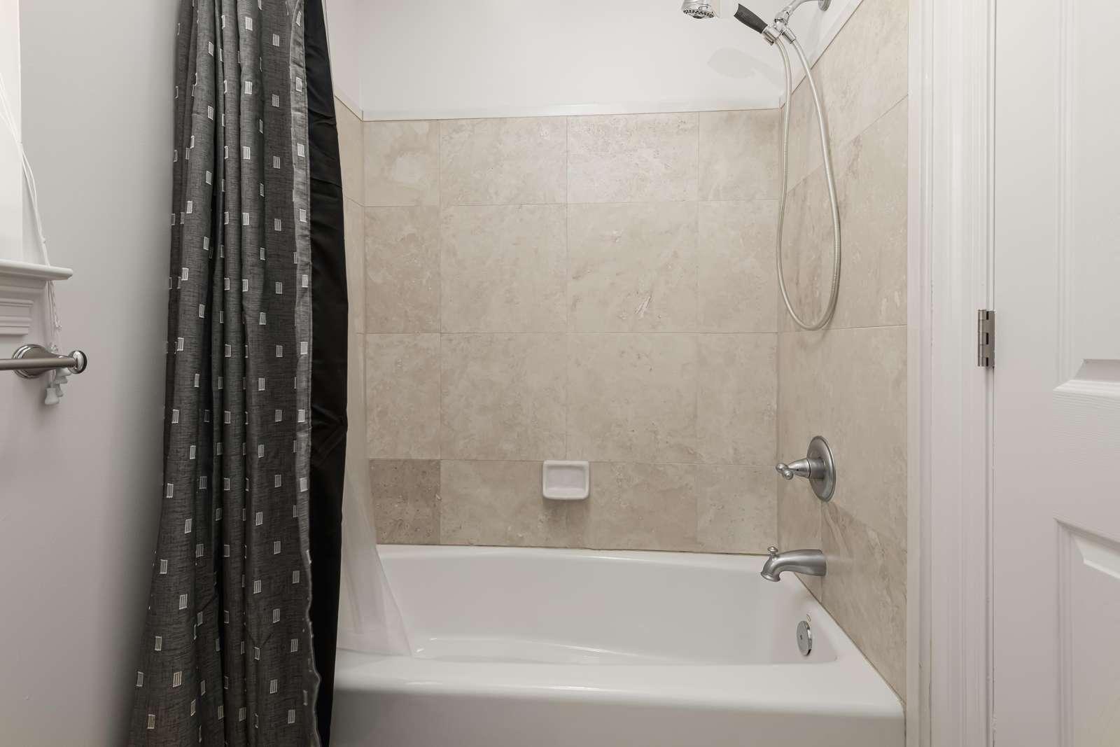 Tub/shower combination! Bath towels provided!