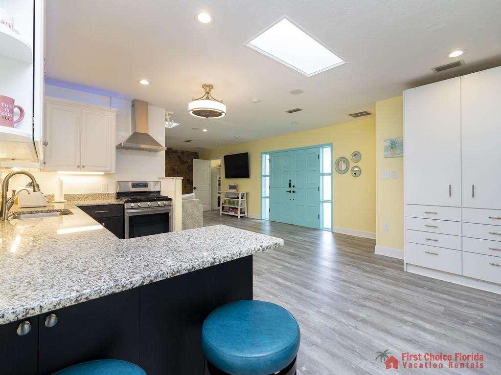 CD Beach House - Kitchen Bar w/ Stools