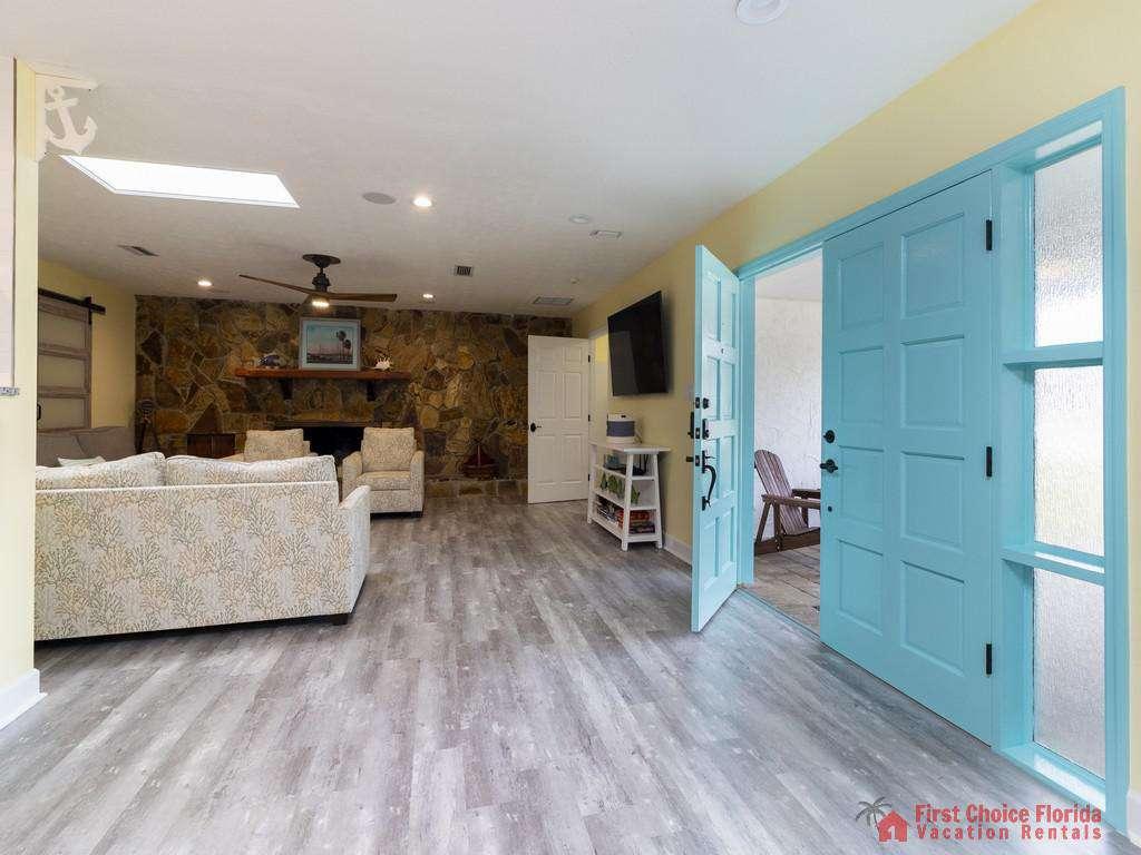 CD Beach House - Entry