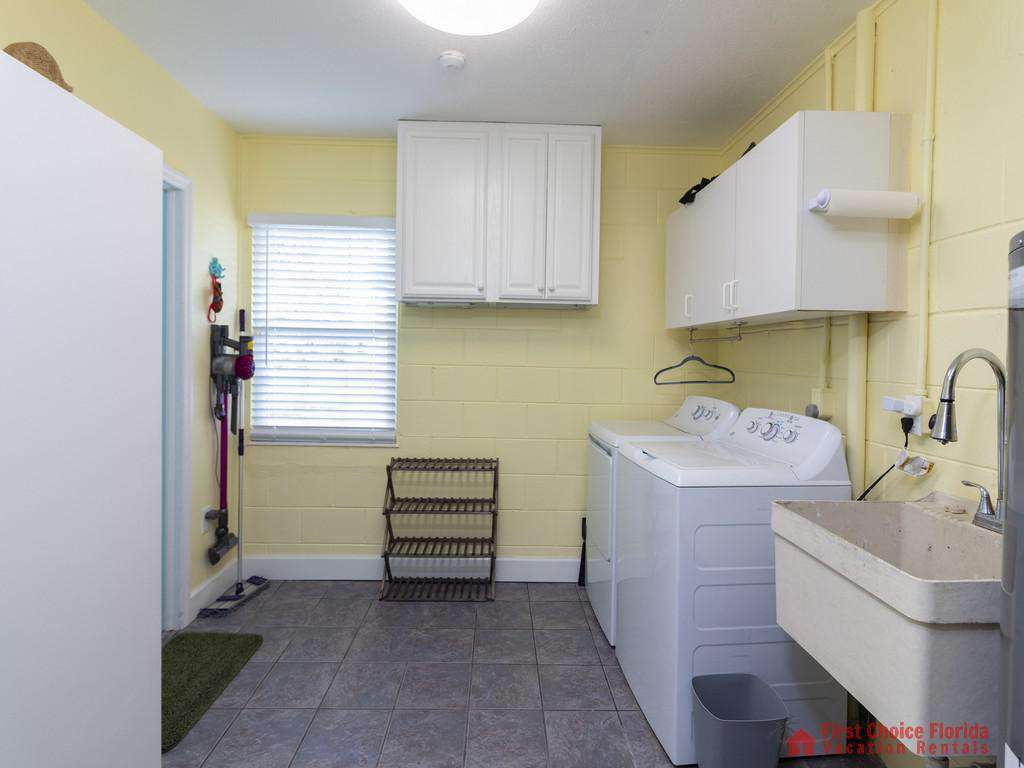 CD Beach House - Laundry Room
