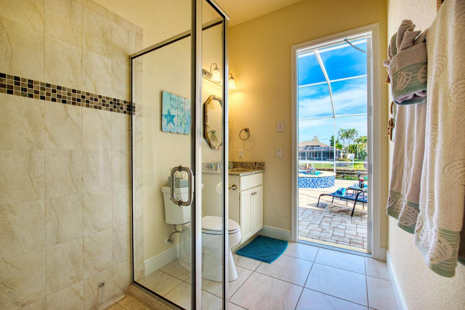 Summer Paradise - Pool Bathroom