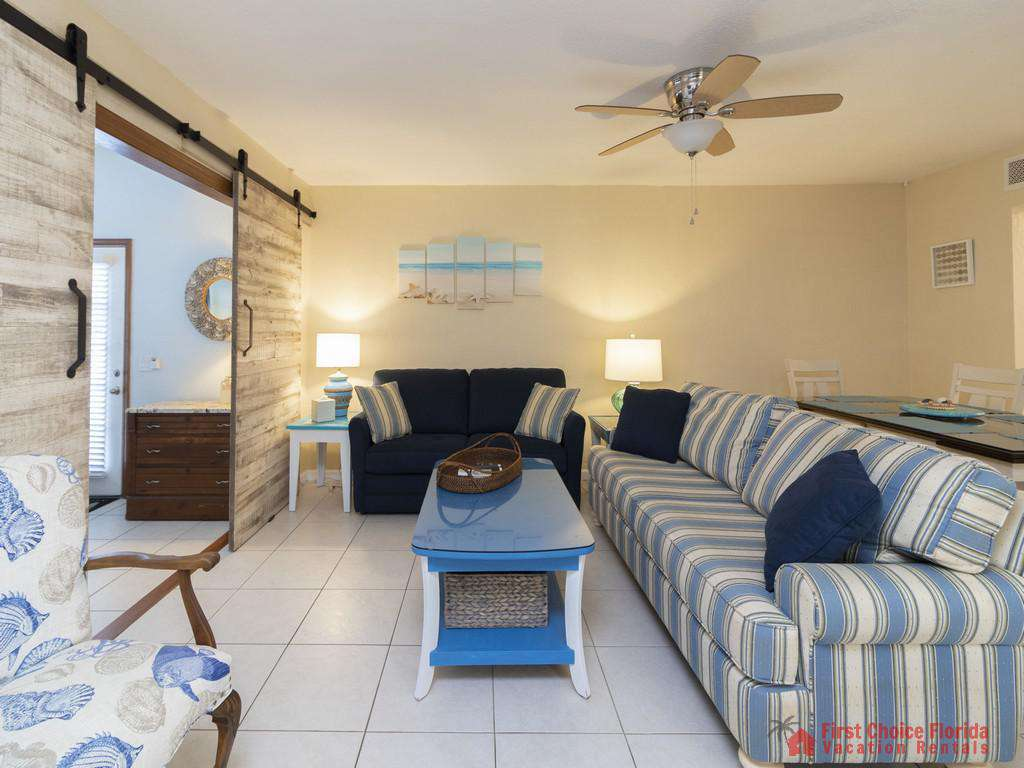 Tarpon Run 35 - Living Room