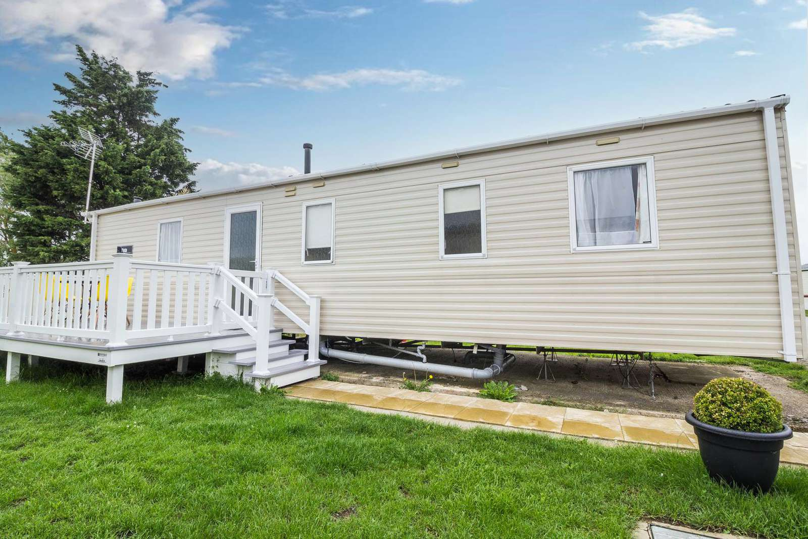 27227S – Seawick, 3 bed, 8 berth caravan with panel heating. Emerald rated. - property