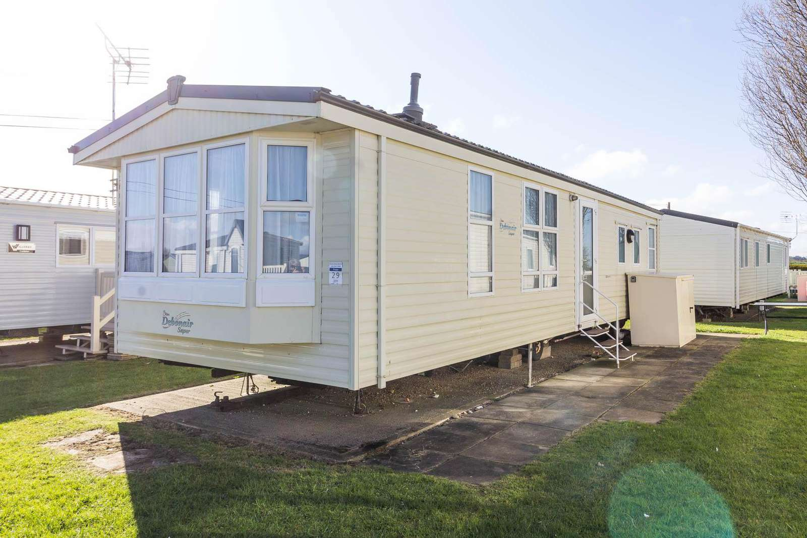 21029T – Thrigby area, 3 bed, 8 berth caravan with D/G and C/H. Diamond rated. - property