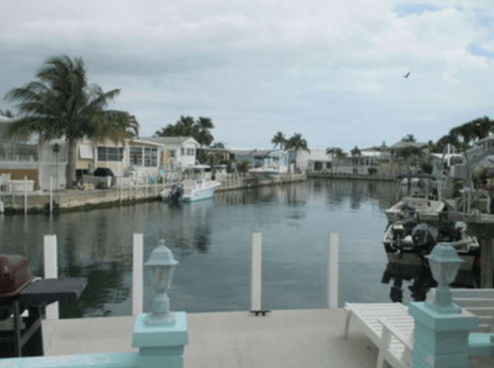 Canal with 35' Seawall for your boat easy open water access - property