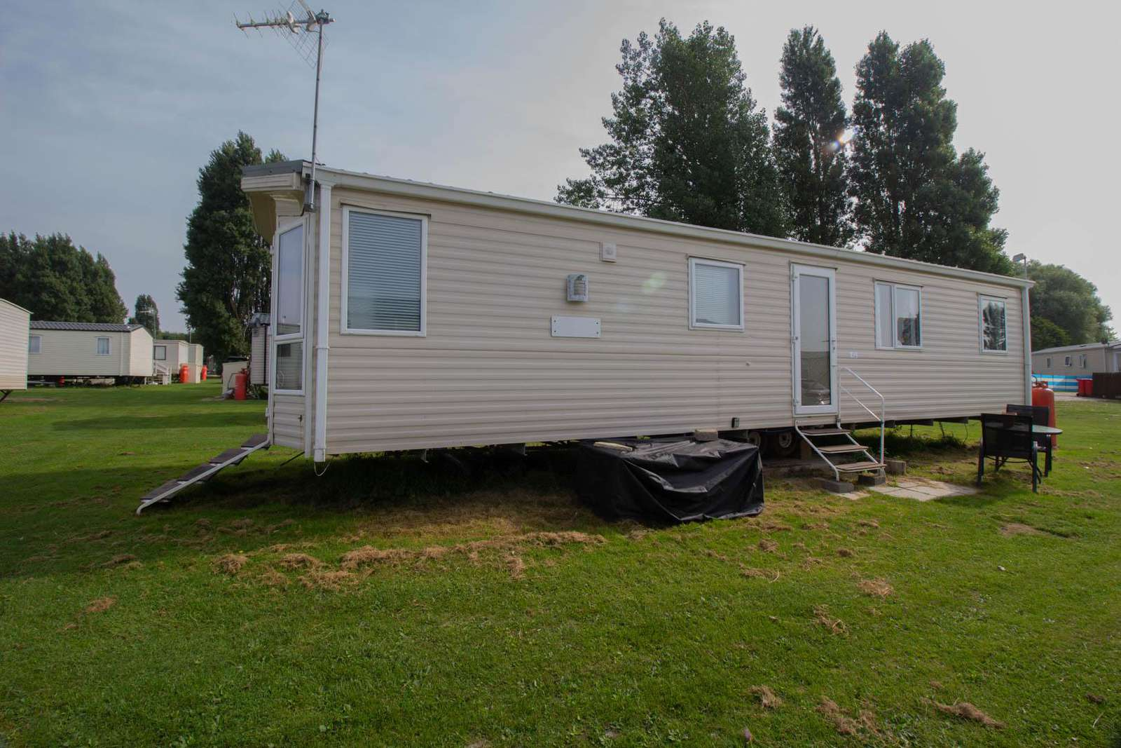 49042S – Swallows area, 3 bed, 8 berth caravan with D/G & C/H. Diamond rated. - property