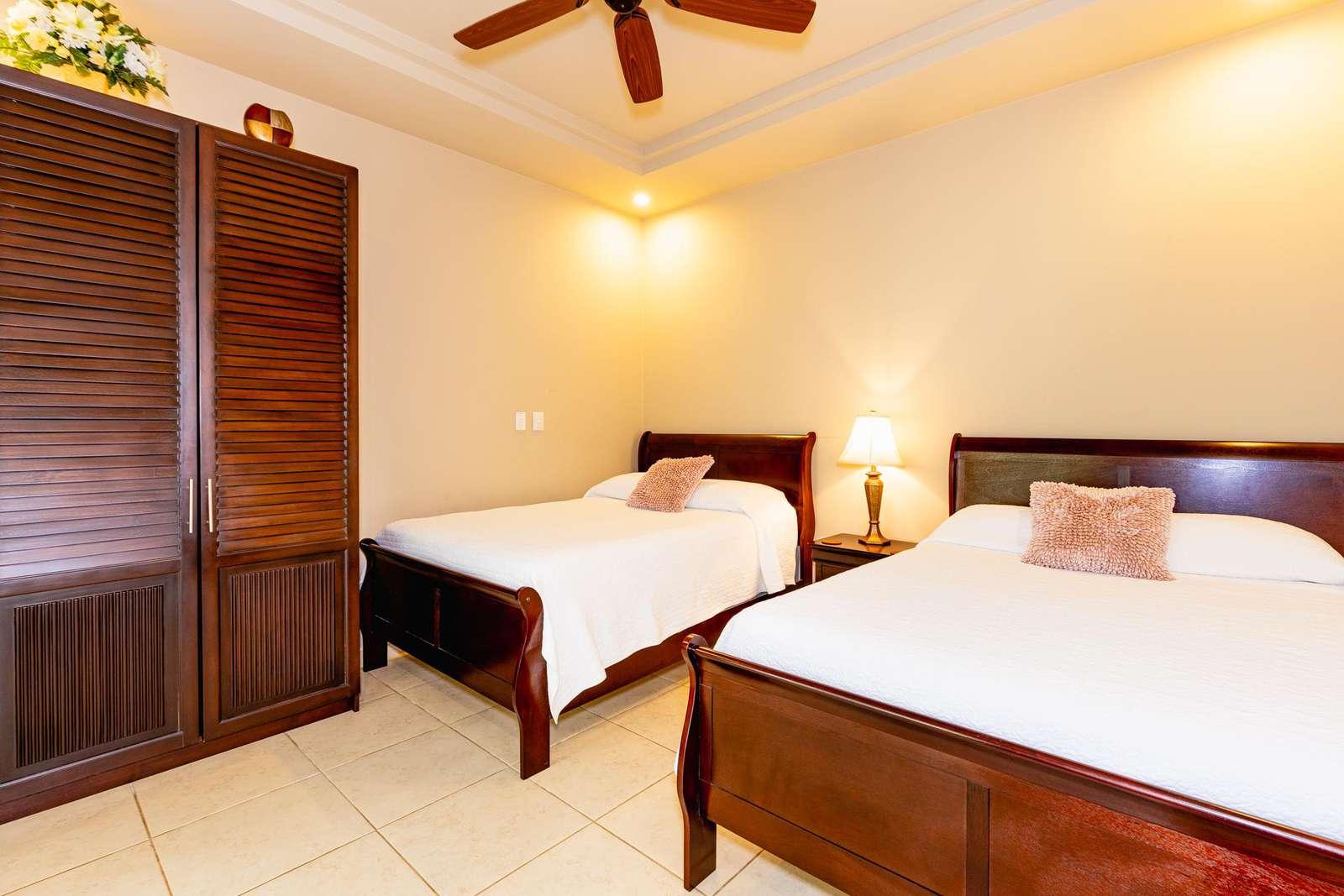 Guest bedroom, two queen beds, private bathroom