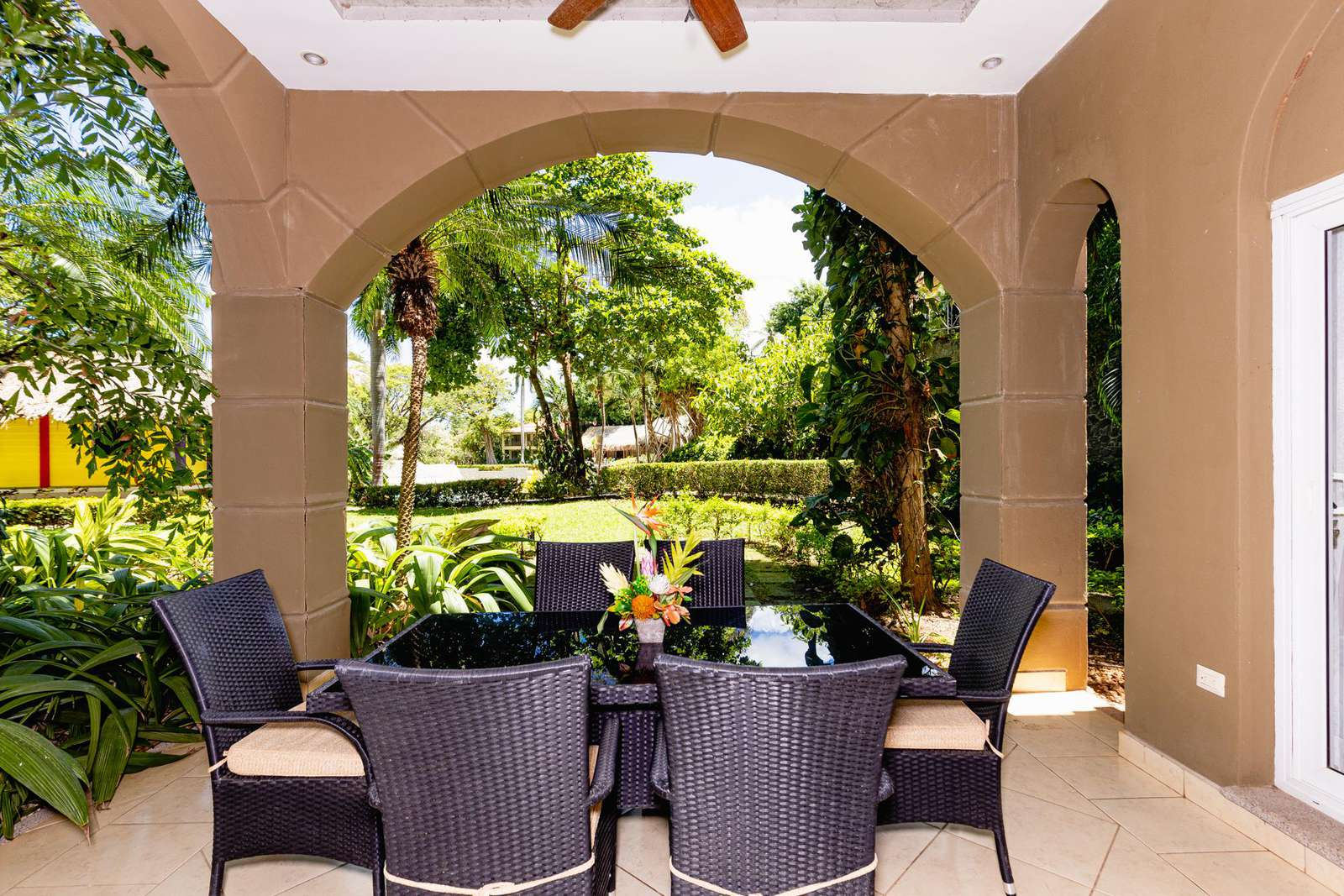 Private covered terrace area with dining for 6