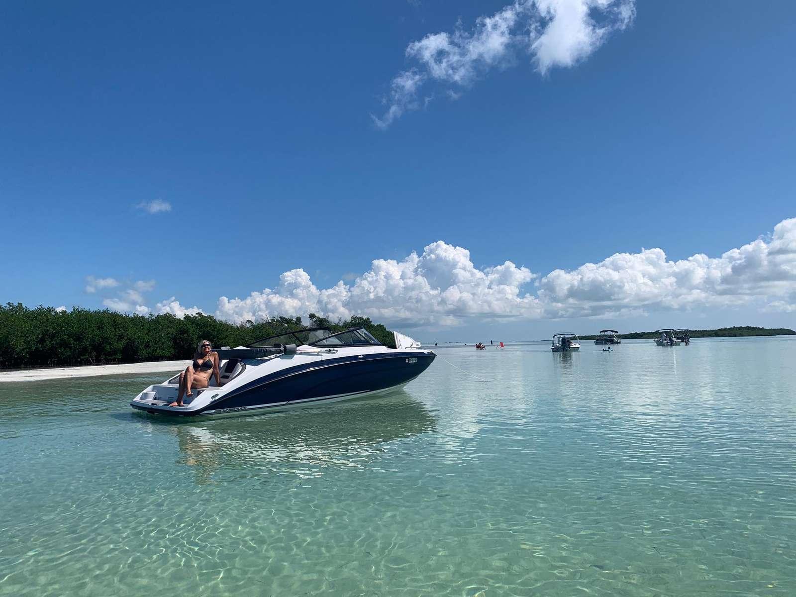 2020 SZ2100 Yamaha Jet Boat - property