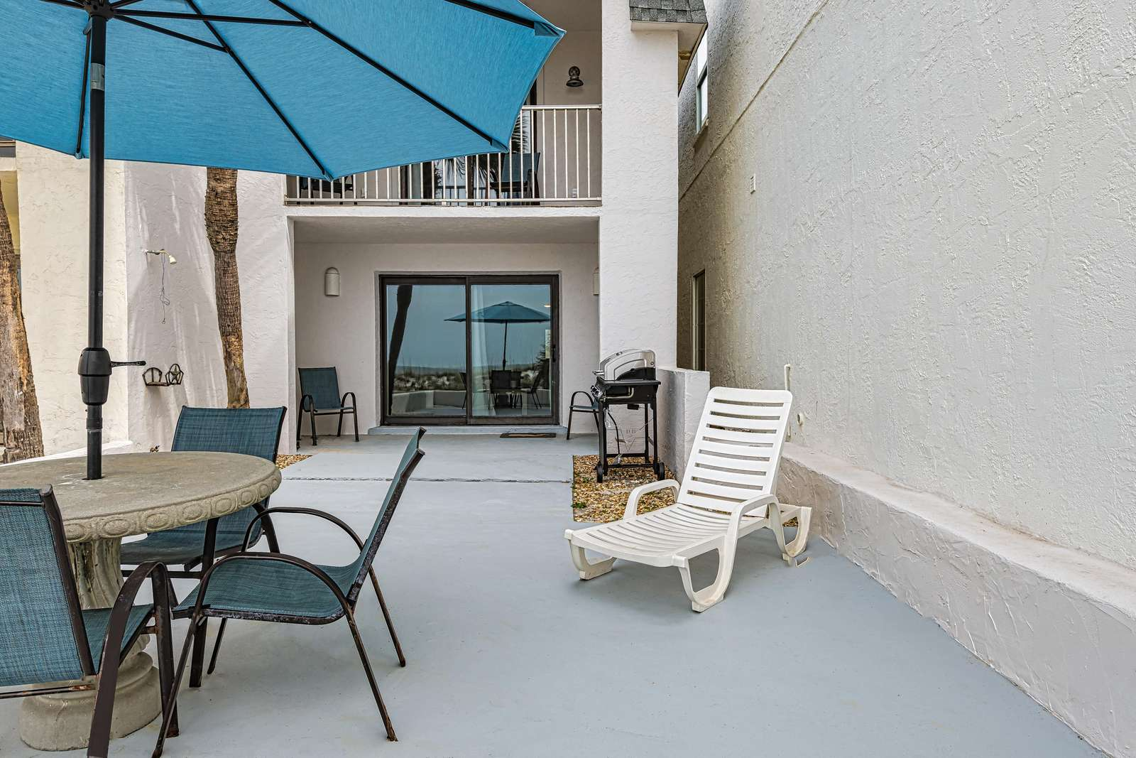 Spacious patio area with seating!