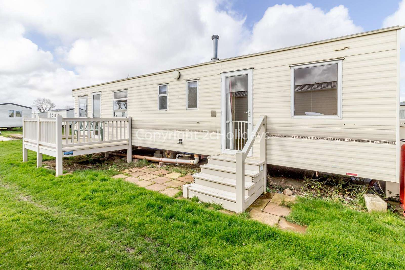 21030G – Glyndebourne area, 3 bed, 8 berth caravan with decking. Emerald rated. - property