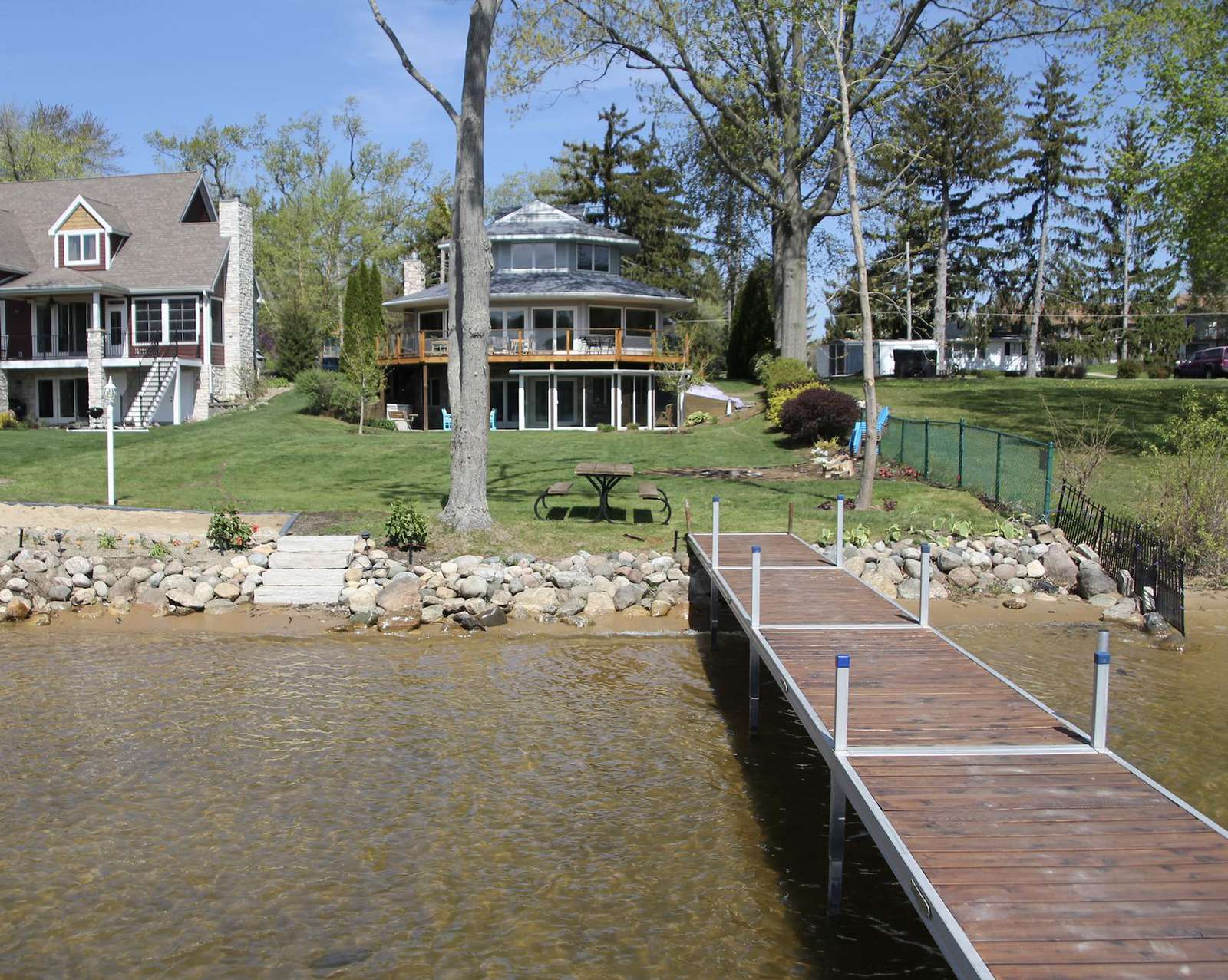 The Ellinee Bay Beach House on Paw Paw Lake - property