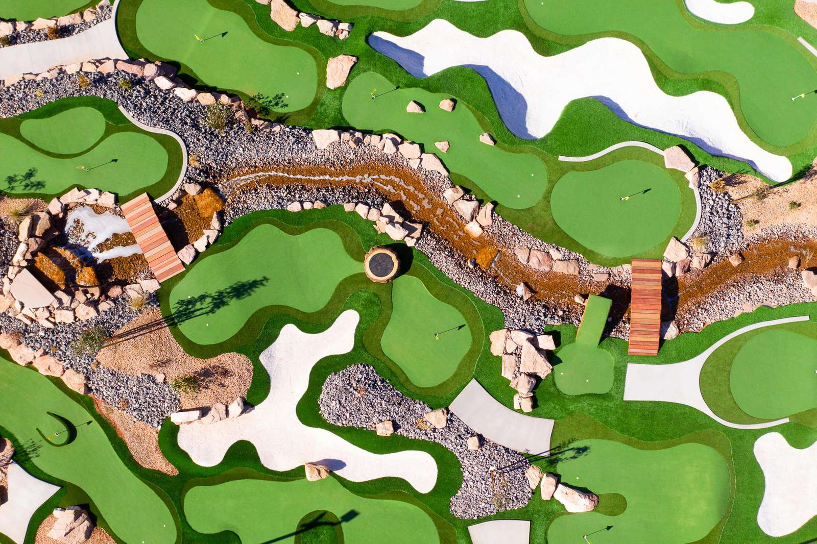 Mini golf competition course