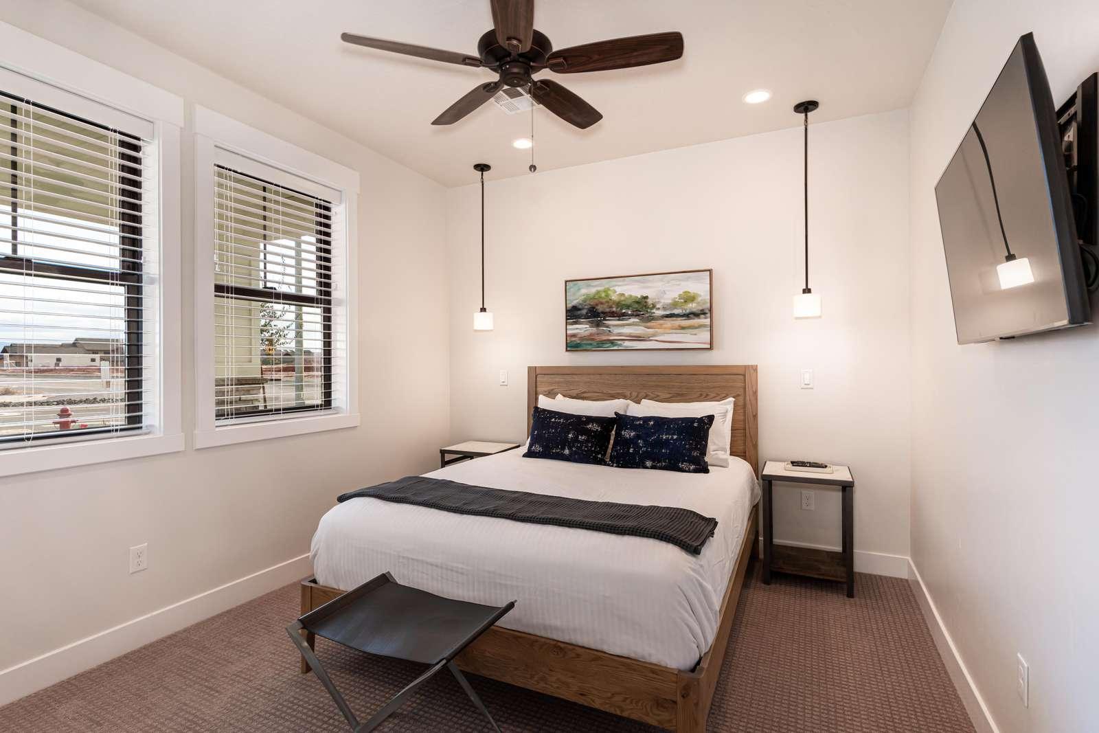 1st Floor Southwest Queen bedroom