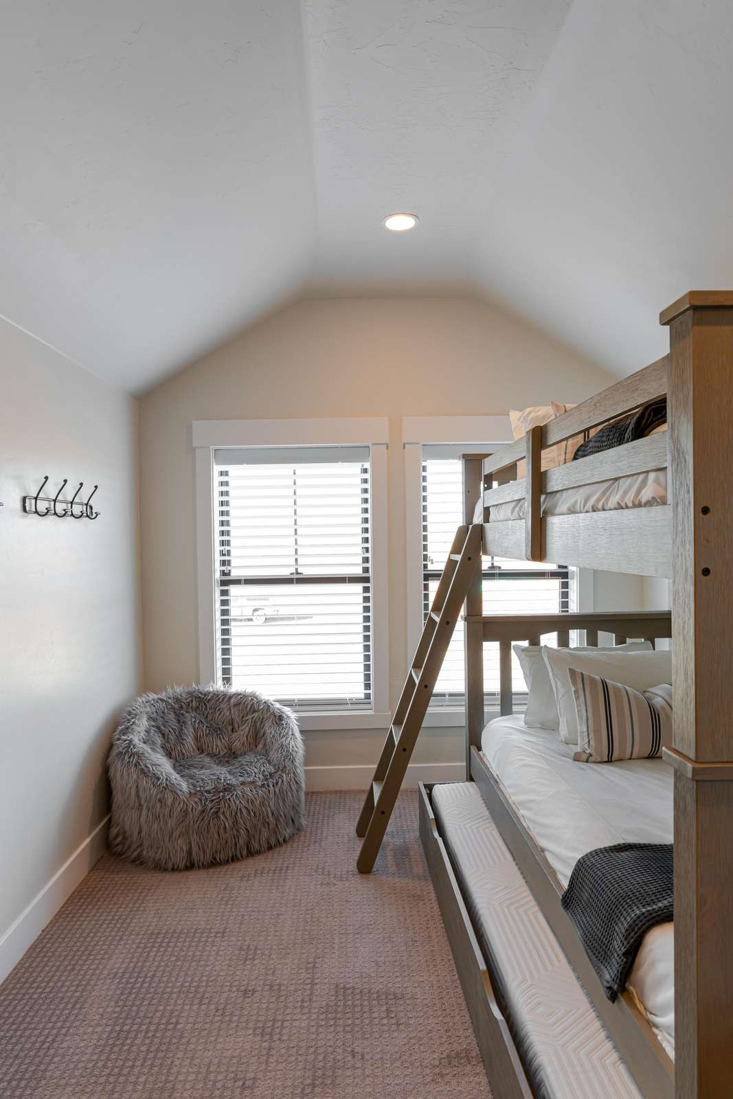 Bunkbeds feature a pull out trundle bed