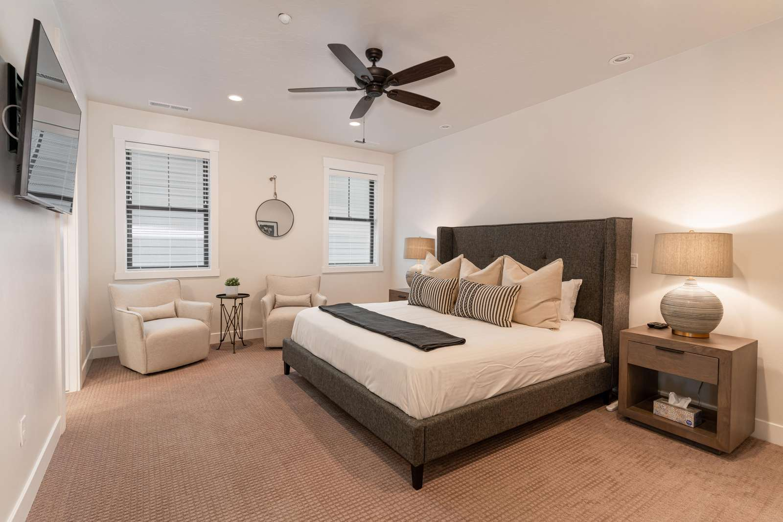 Master King Bedroom with ensuite - first floor