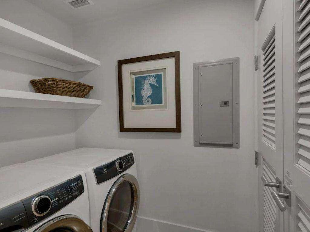Washer/Dryer Second Floor