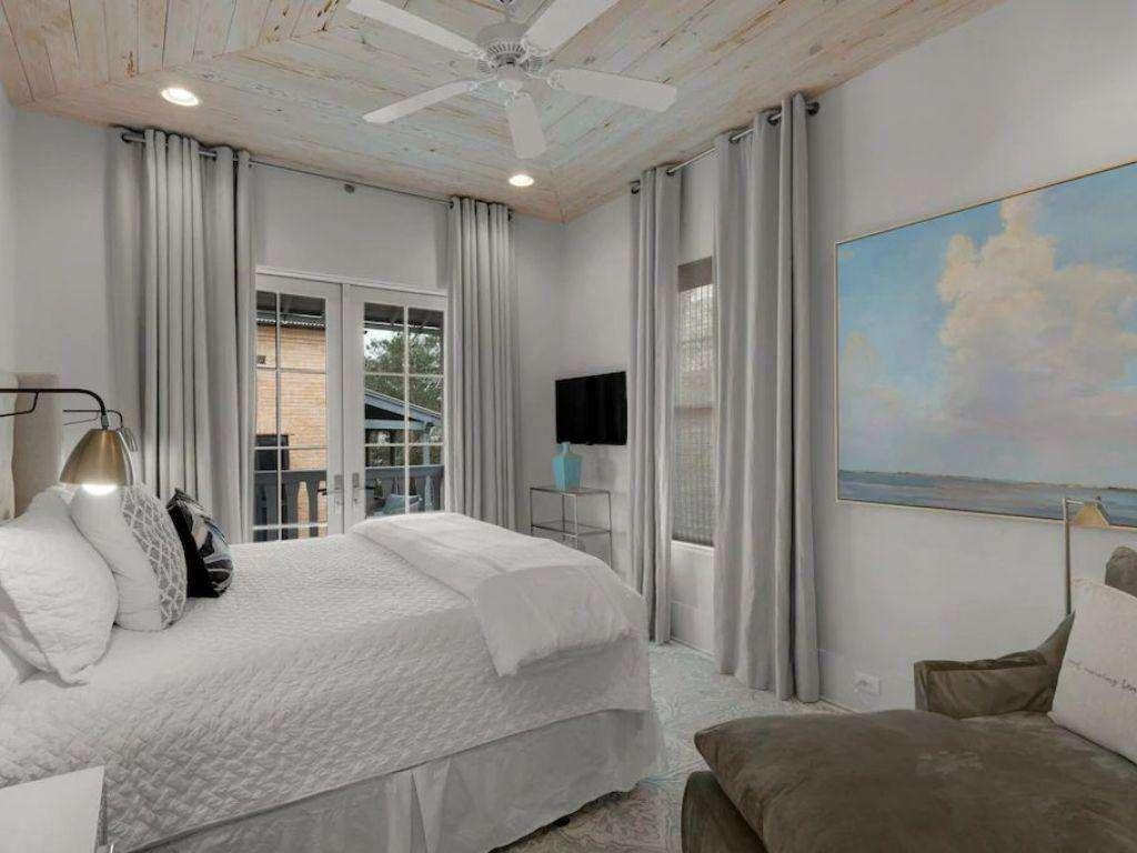Master Bedroom w/Outdoor Balcony