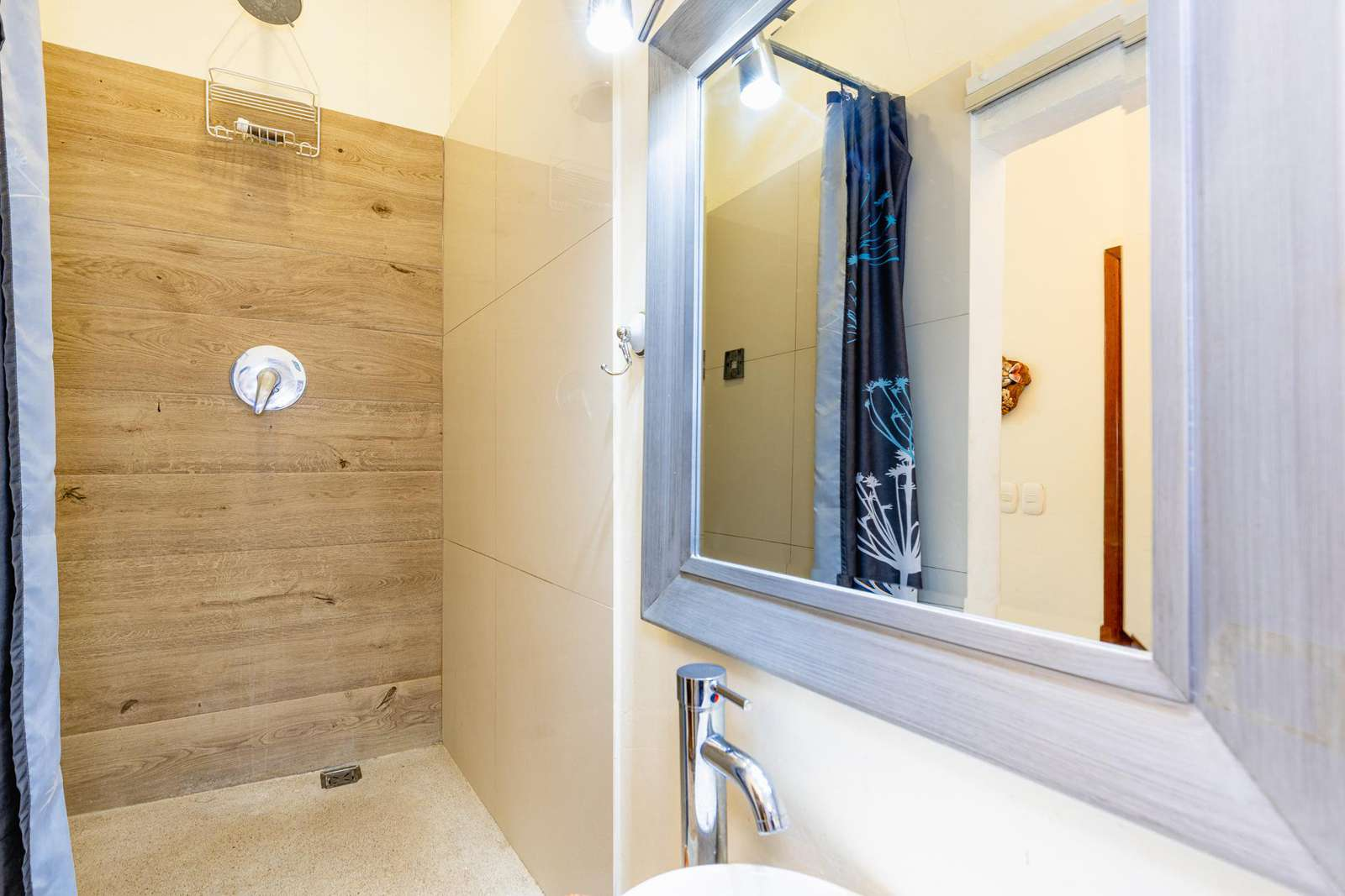 Guest bathroom, 2nd level, walk in shower