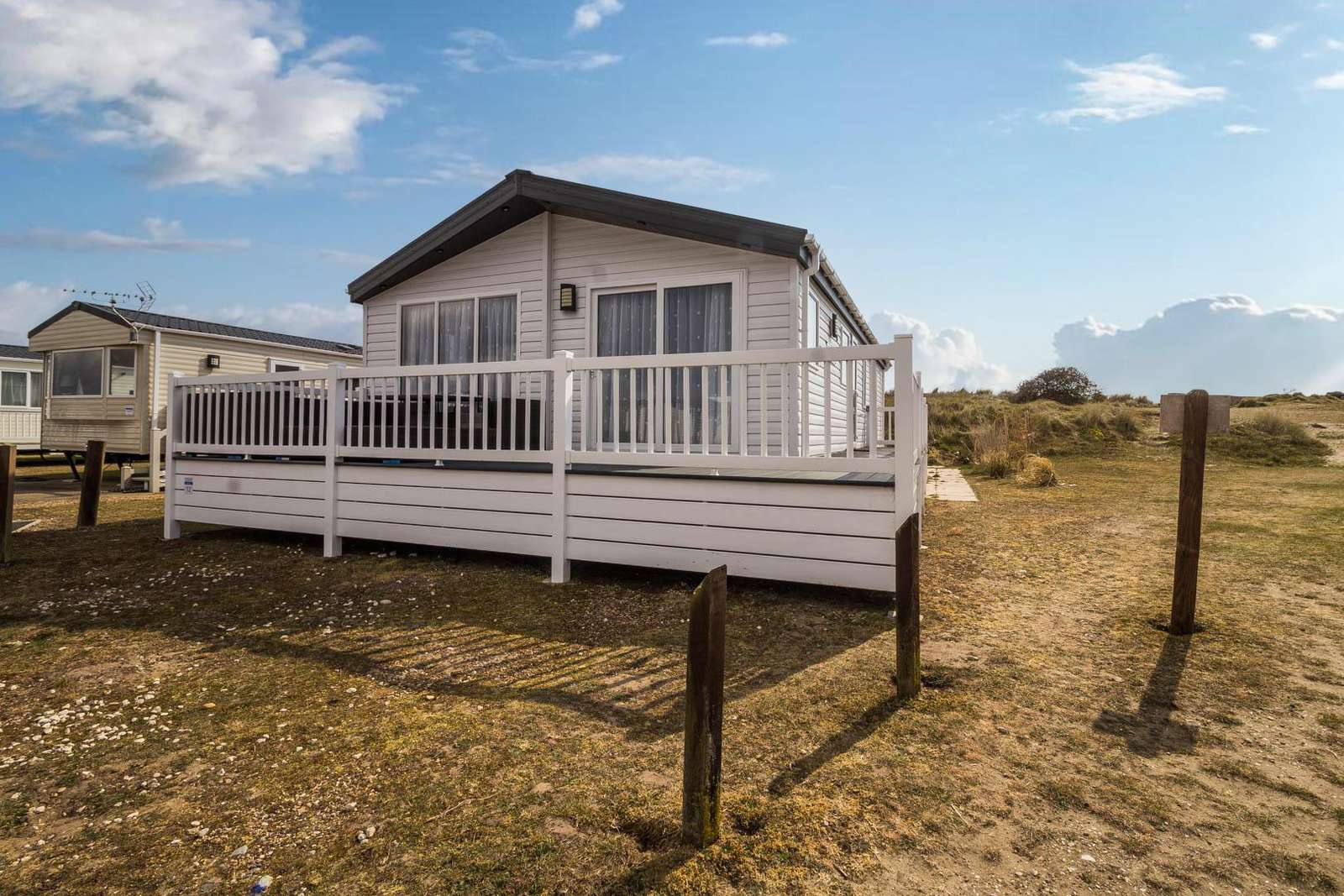 90012TD – The Dunes area, 3 bed, 8 berth lodge with decking. Platinum-Deluxe rated. - property