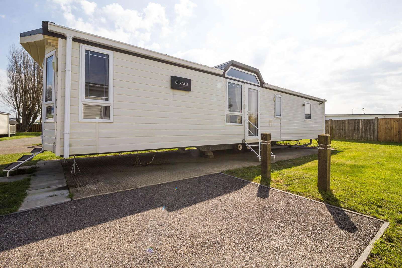 50015KC – Kestral Court area, 3 bed, 8 berth caravan with D/G & C/H. Diamond rated. - property