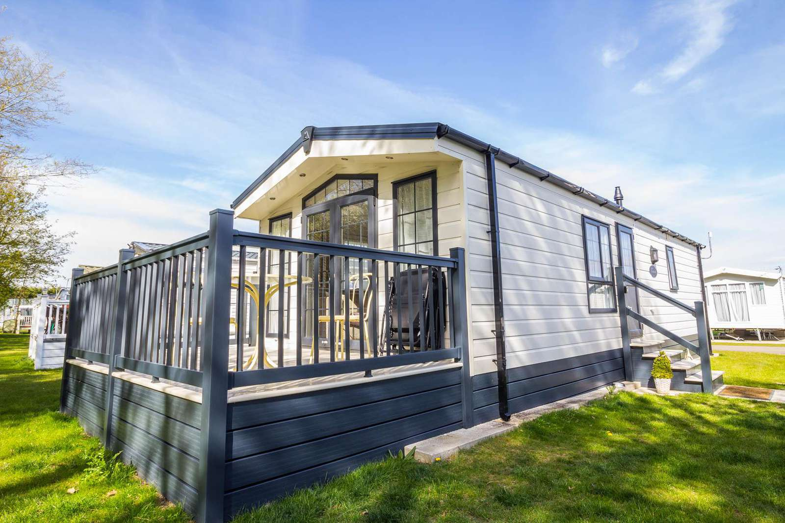 60019FW – Forest Walk area, 2 bed, 6 berth caravan with decking. Diamond-Plus rated. - property