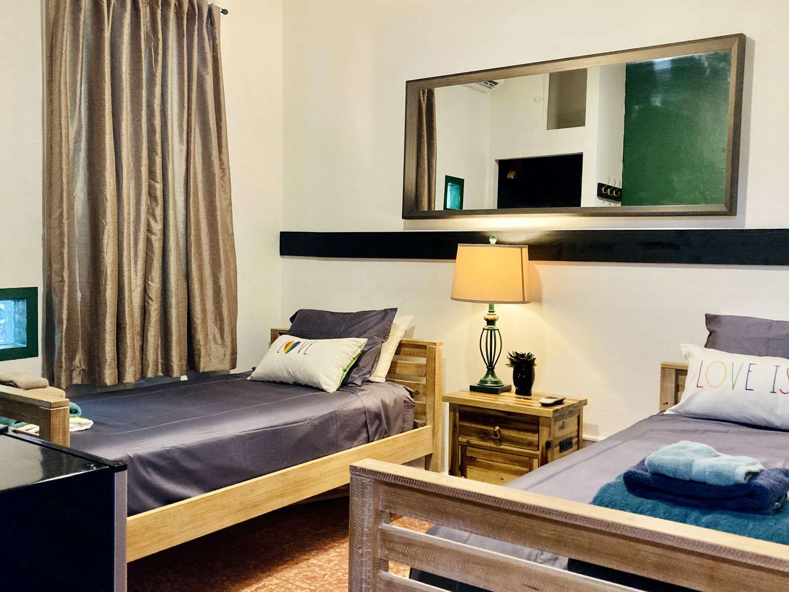 """""""Bottom"""" Twin Bed in Shared Room - property"""