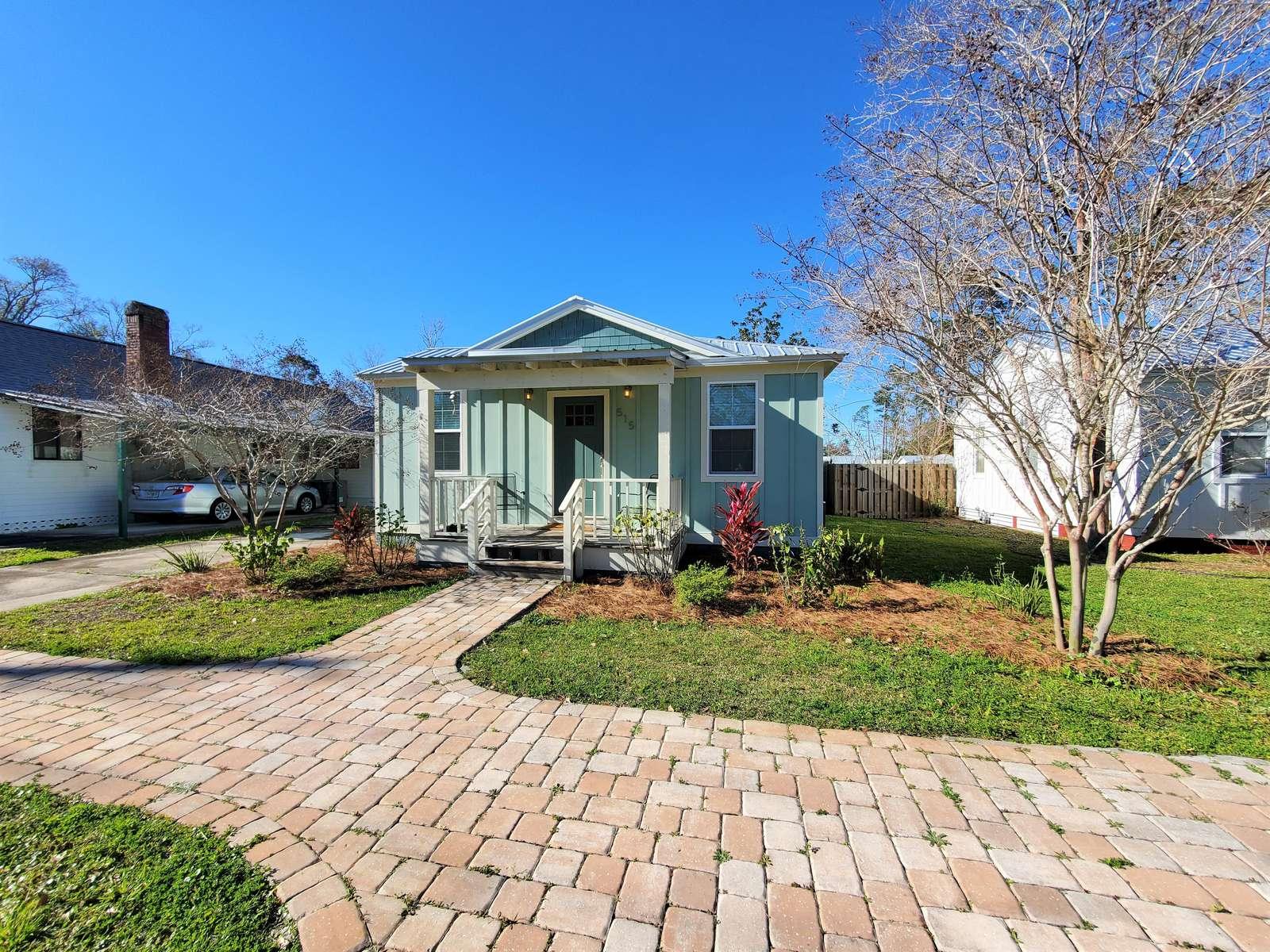 Breezy B's Cottage - property